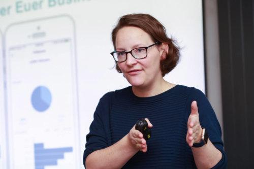 Online Marketing Expertin Kristina Kobilke beim Vortrag